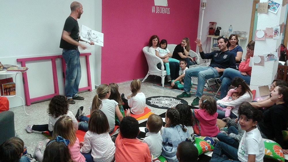 Cuentacuentos con ALberto Celdrán en Va de cuentos